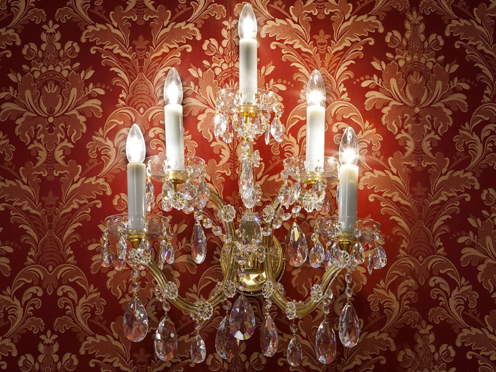 kristalova-svitidla-marie-terezie-na-zed